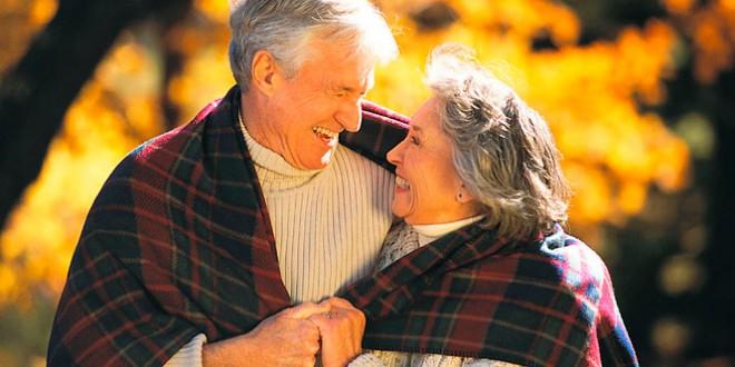 что подарить на золотую свадьбу бабушке и дедушке